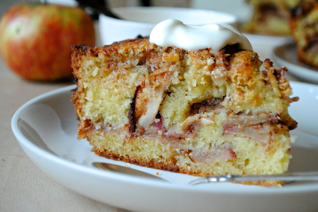 Apple cinnamon cake with white chocolate