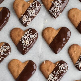 2. december – Peberkagehjerter dyppet i chokolade og ristet kokos
