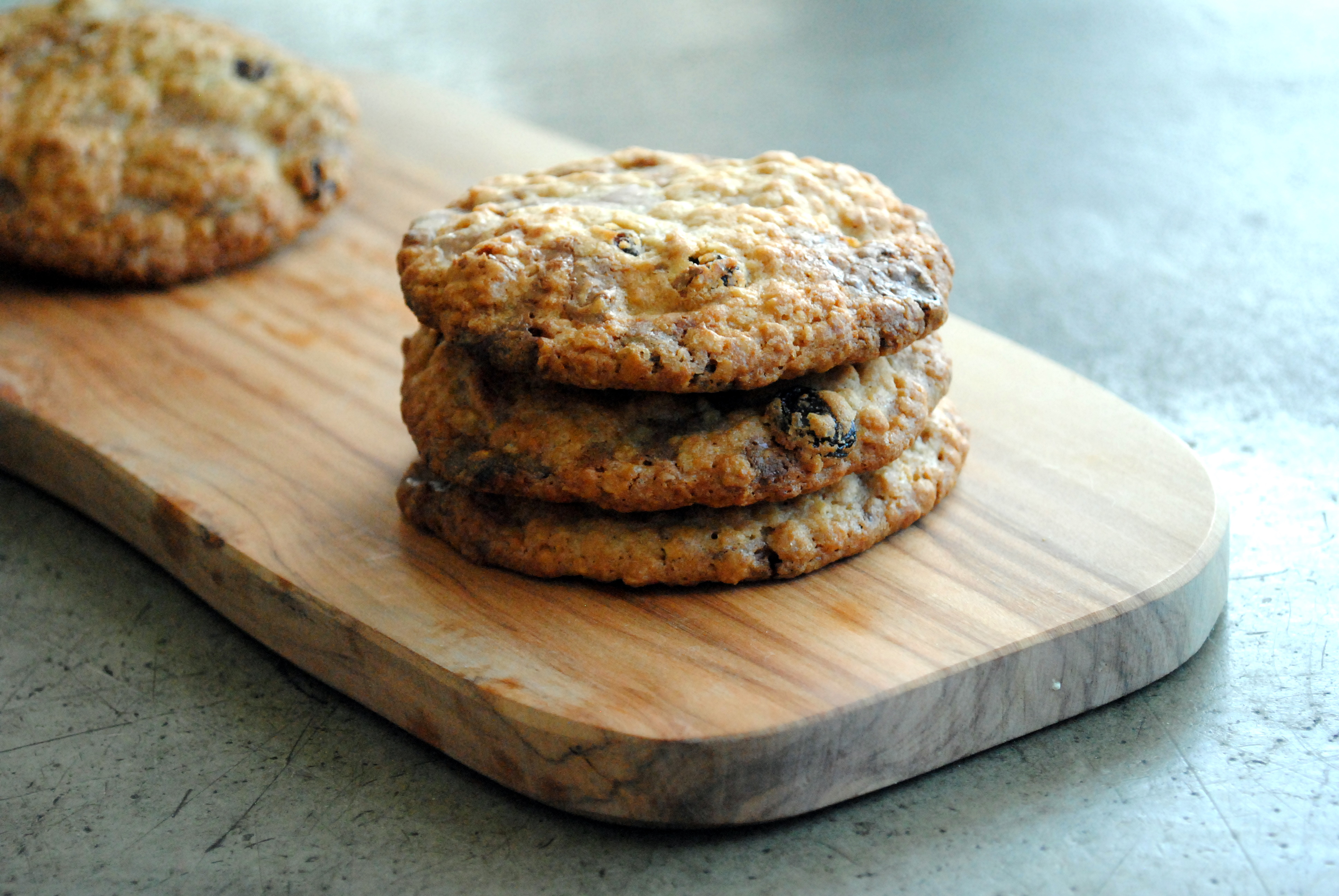 Oatmeal cookies with raisins and milk chocolate