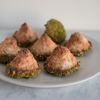 Coconut macaroons with gianduja and pistachios