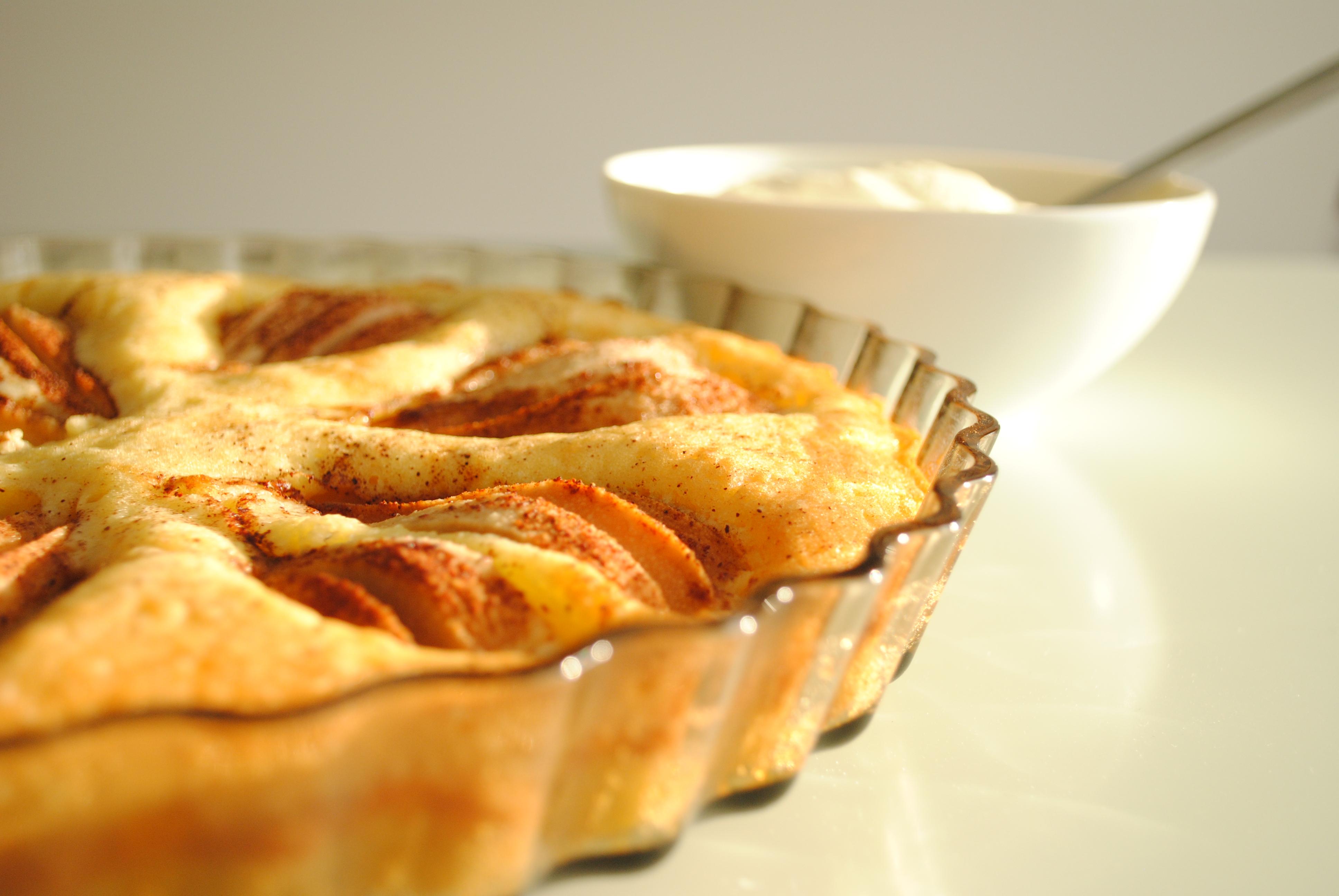 Pund-til-pund-kage med pære og kanel
