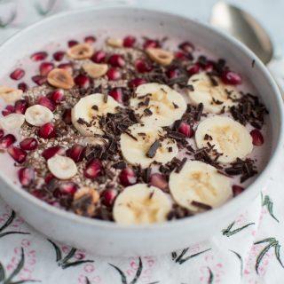 Smoothie bowl with pomegranate, banana and vanilla