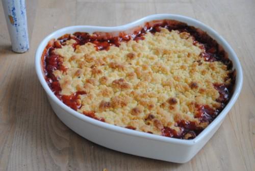 Crumble med stikkelsbær og ribs