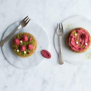 Pistacietærter med pistacie frangipane og jordbær ganache
