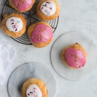De lækreste fastelavnsboller med kirsebær, nougat og pistacieremonce