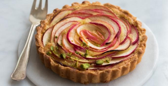 Små æbletærter med marcipan og kanel
