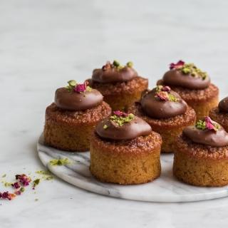 Gulerodsmuffins med peanut butter chokoladetopping