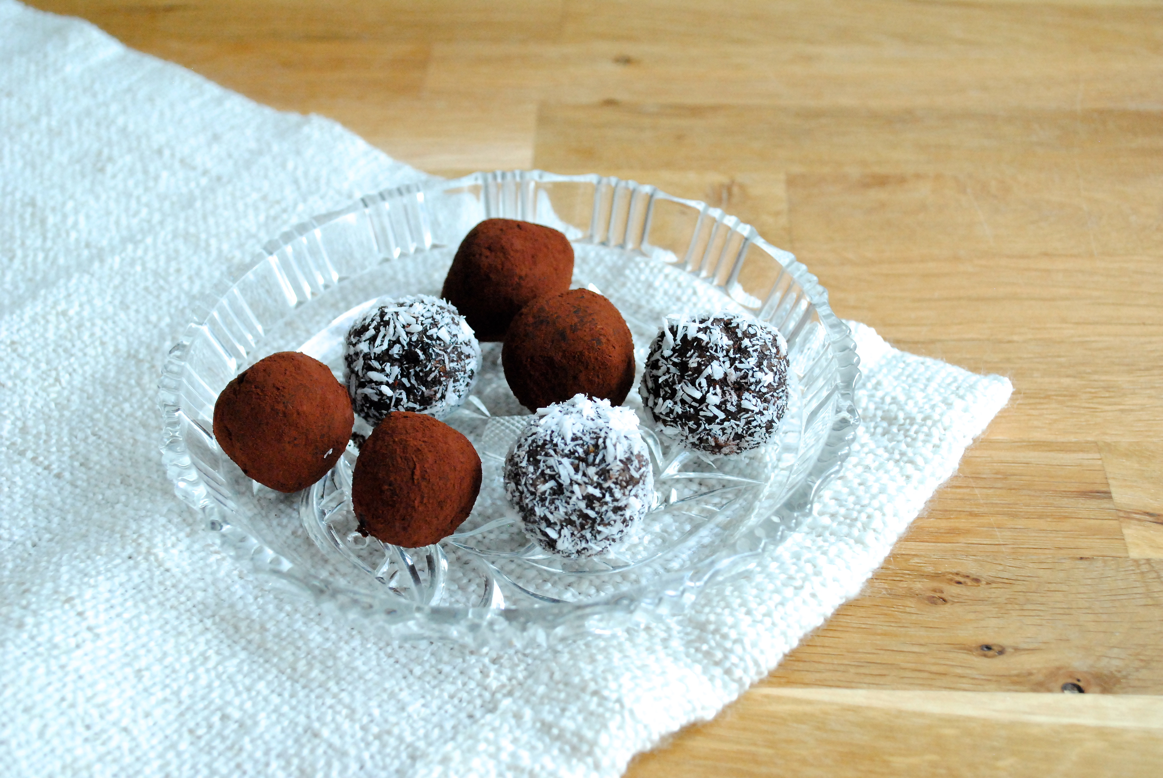 Date balls with orange
