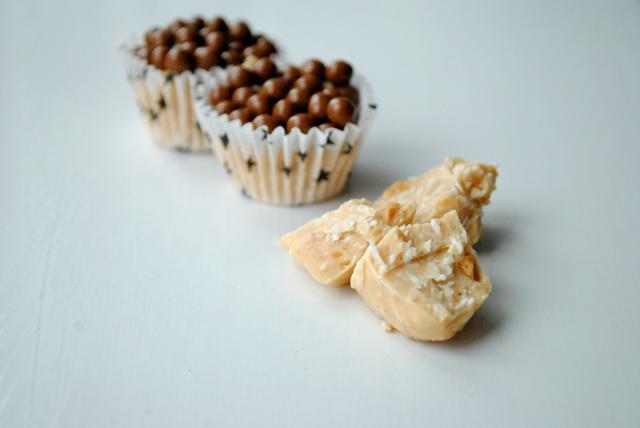 Peanutbrud med kokos og hvid Ivoire chokolade