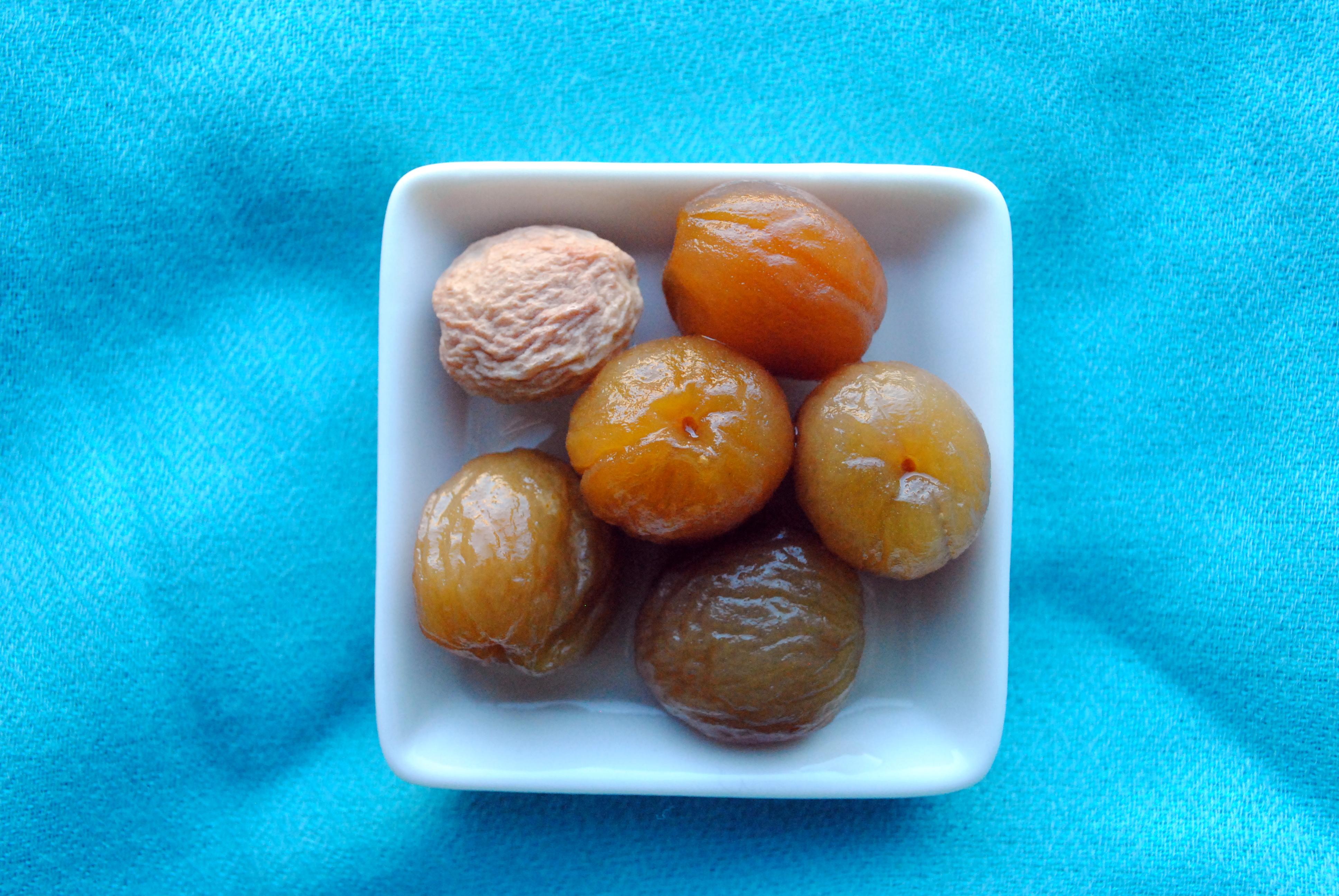 Da den lille tørrede indiske abrikos svulmede op, fordi den mødte sukkersiruppen…