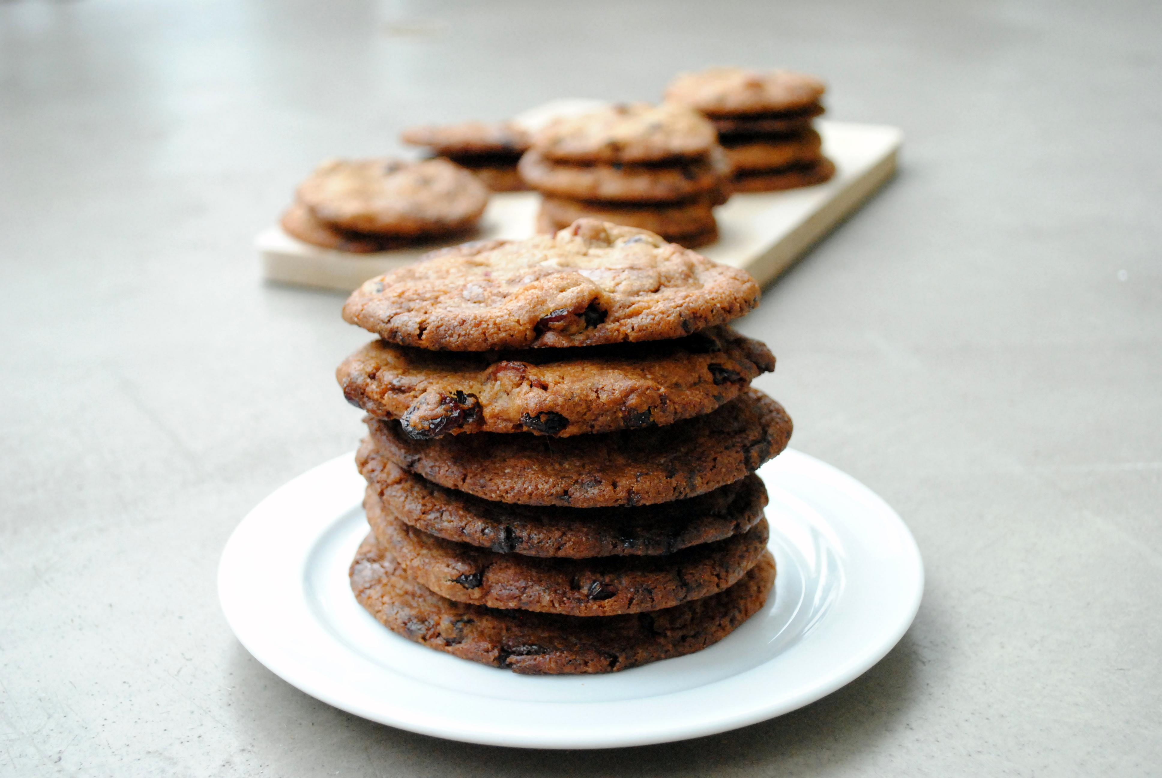 Cookies med lys chokolade og tranebær