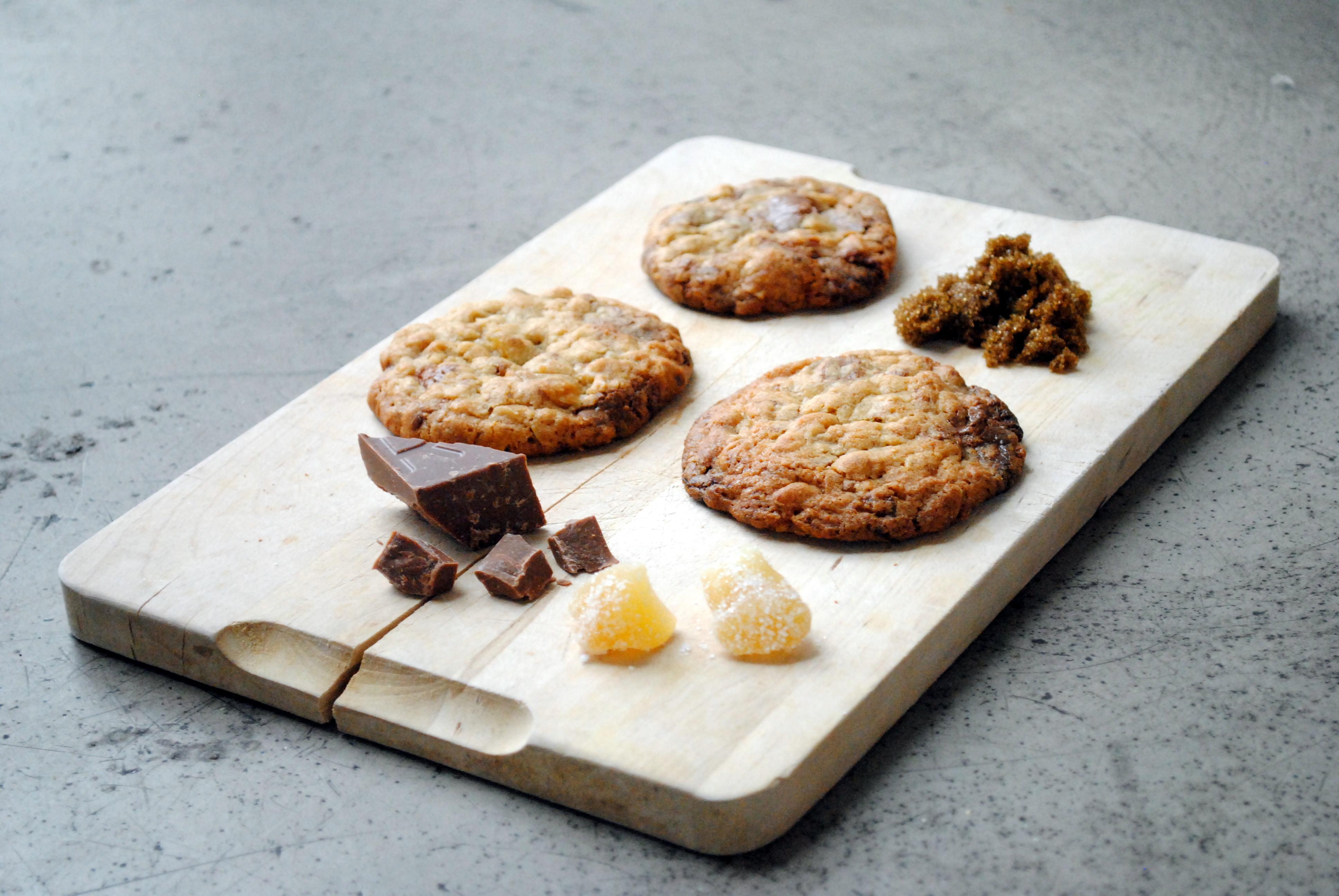 Cookies med kandiseret ingefær og lys chokolade
