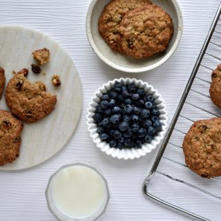 Cookies with oatmeal, hazelnuts and raisins