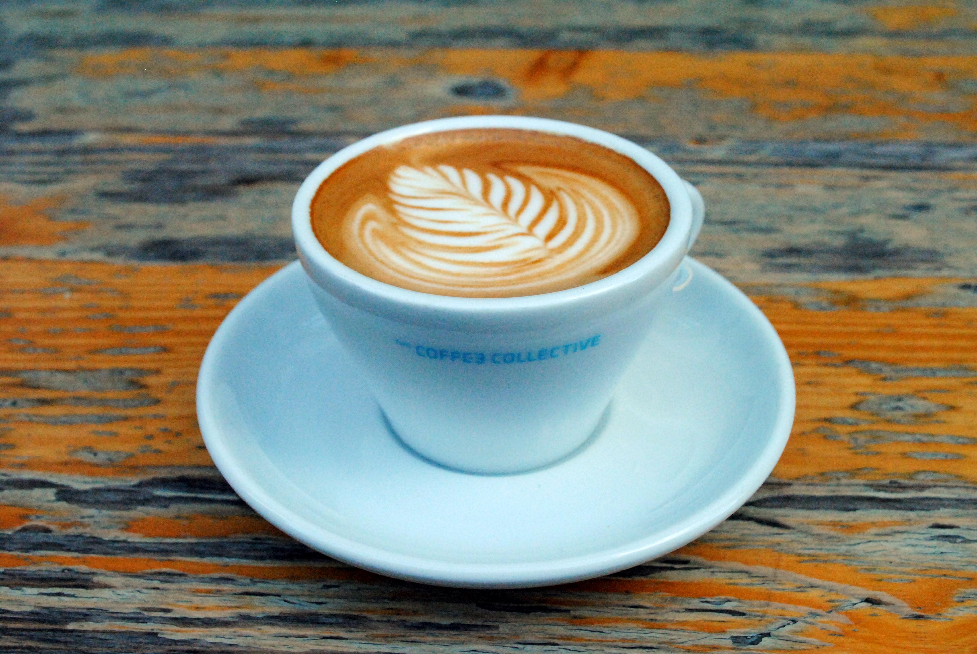 Kaffe, macarons og forårssol