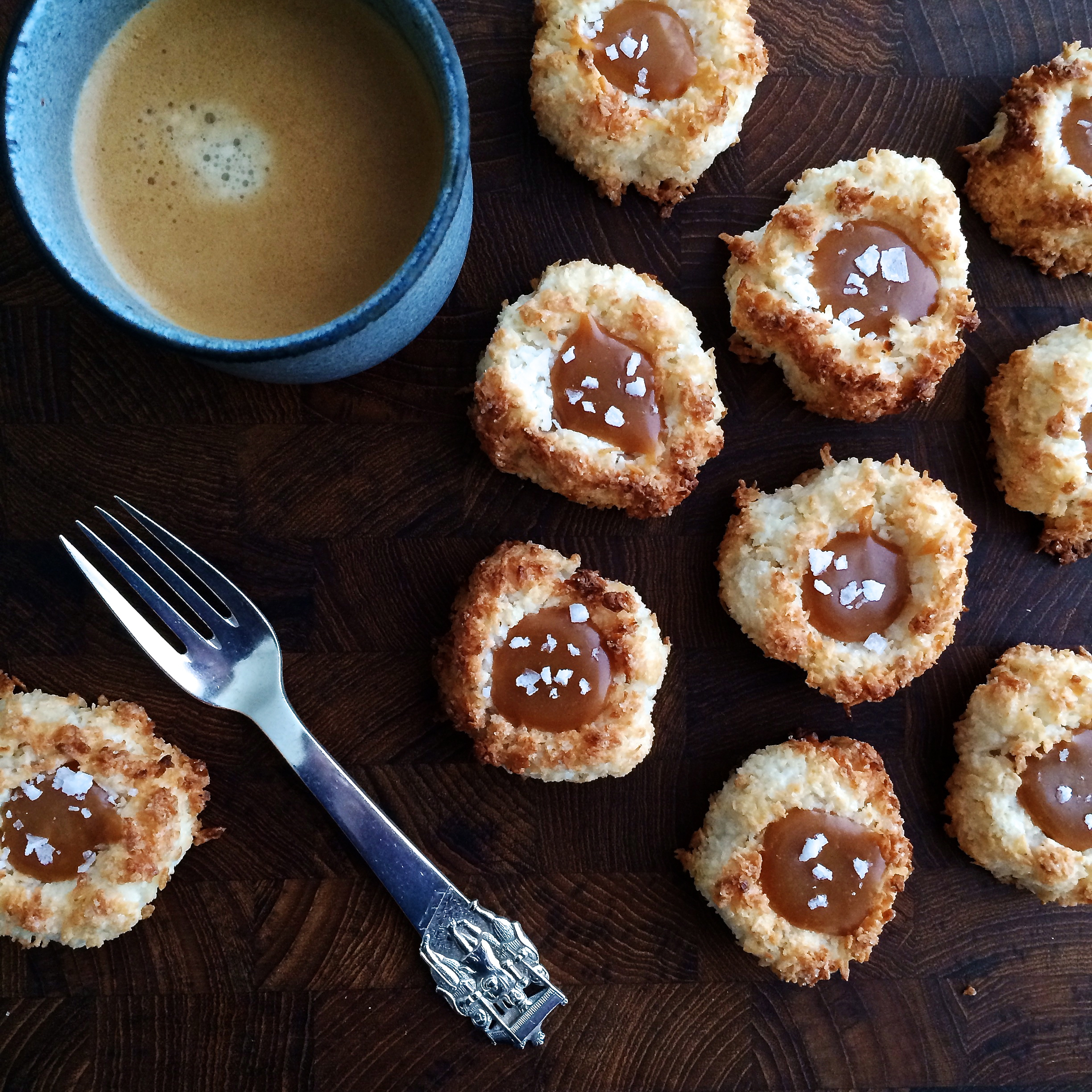 Coconut cakes with caramel