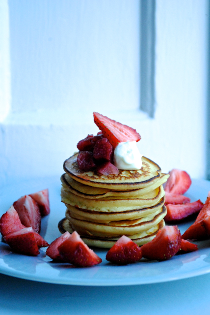 Pancakes with greek yogurt