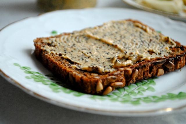 Hjemmelavet peanut butter med chiafrø