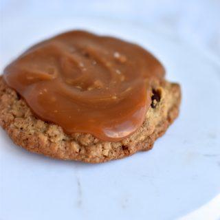 En cookie med saltkaramel